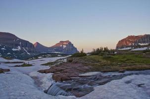 coucher de soleil à trois rivières dans le parc national des glaciers