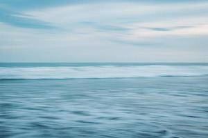 longue exposition aux vagues photo