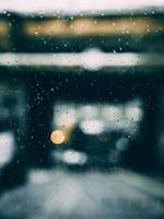 gouttes de pluie sur une fenêtre photo