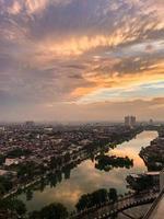 paysage urbain au coucher du soleil
