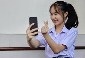 jeune fille avec des accolades photo