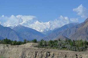 montagnes enneigées pendant la journée photo