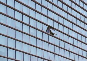 bâtiment avec fenêtre ouverte