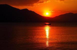 pêcheur, navire industriel, plage, pêche, lever du soleil - aube