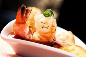 crevettes fraîches sauce rouge photo