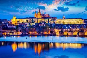 Château de Prague au crépuscule