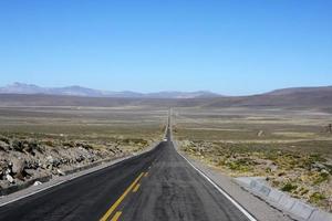 Route vide dans les Andes, Pérou