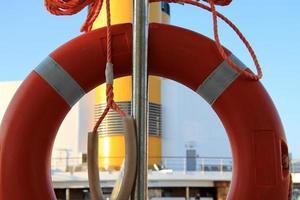 bouée de sauvetage sur le bateau de croisière n.2 photo