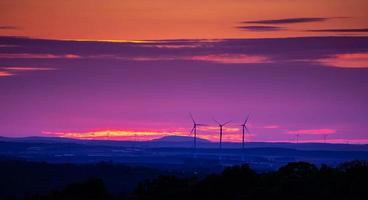 paysage de coucher de soleil du soir sur les plaines photo
