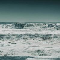vagues qui s'écrasent
