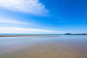 vue sur la mer depuis la plage photo