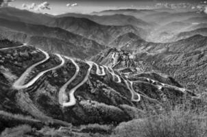 routes sinueuses, route commerciale de la soie entre la Chine et l'Inde photo