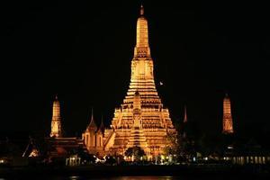 Wat Arun la nuit, Bangkok, Thaïlande photo