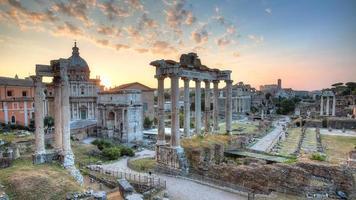lever du soleil au forum romain photo