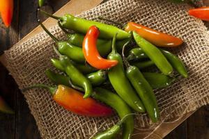 piments serrano verts épicés biologiques