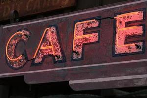 ancienne enseigne de café au néon photo
