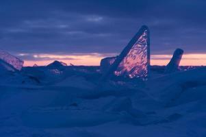 champ de glace au coucher du soleil photo