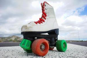 vieille botte de skate blanche vintage
