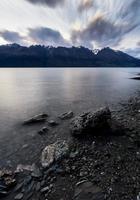 lac wakatipu au coucher du soleil