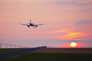 aéroport au coucher du soleil