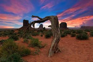 monument valley à l'aube