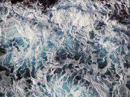 mousse sur les vagues