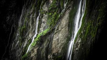 photographie time-lapse de cascades