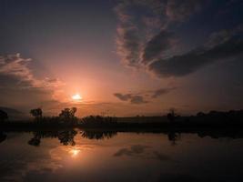 lever du soleil sur la rivière
