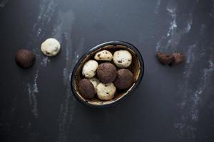 cookies sur fond noir photo