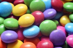 Détail macro de tas de smarties colorés photo