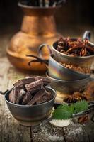 chocolat noir, vanille, sucre vanillé, poudre de cacao, anis portant vintage photo
