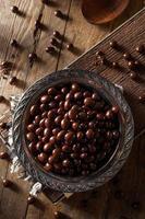 grains de café expresso enrobés de chocolat photo