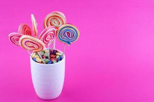 sucettes et chocolat enrobé de sucre photo