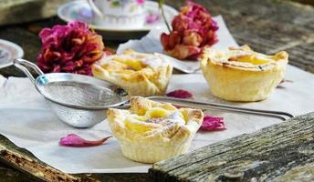 pastel de belem (pastel de nata) pâtisserie portugaise de tarte aux œufs photo