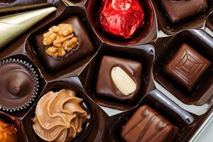 boîte de chocolats assortis pour la Saint Valentin photo