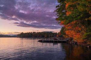 automne sur le lac winnepesaukee photo