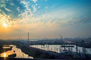 lever de soleil urbain photo