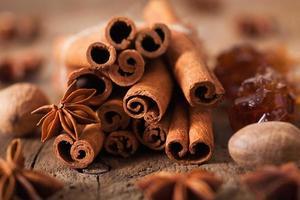 épices cannelle anis muscade sucre de roche photo