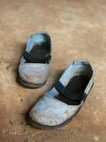 chaussures à enfiler noires et grises