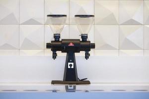 États-Unis, 2020 - moulin à café double sur comptoir
