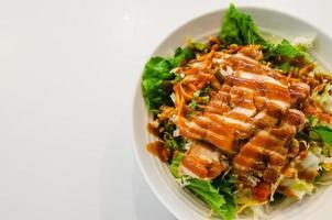 vue de dessus de la salade de poulet