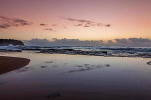 ciel rouge sur l'océan photo