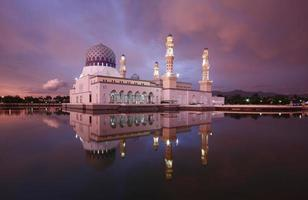 mosquée flottante à kota kinabalu, sabah. photo