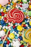 vue de dessus des sucettes colorées photo