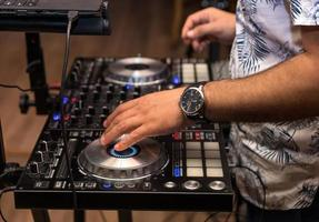 mixage dj sur la platine