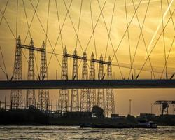 Silhouette d'un pont à Nimègue, Pays-Bas photo