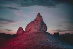 Formation rocheuse du désert illuminée