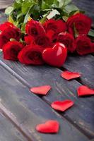 bouquet de roses rouges fraîches photo