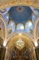 intérieur de la cathédrale catholique romaine de fira. photo