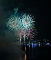 Beau feu d'artifice à Pattaya Beach, Thaïlande photo